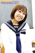 Norika Makihara smiling sweetly in kogal uniform