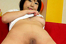 Chubby Norika Makihara baring shaved pussy on bed